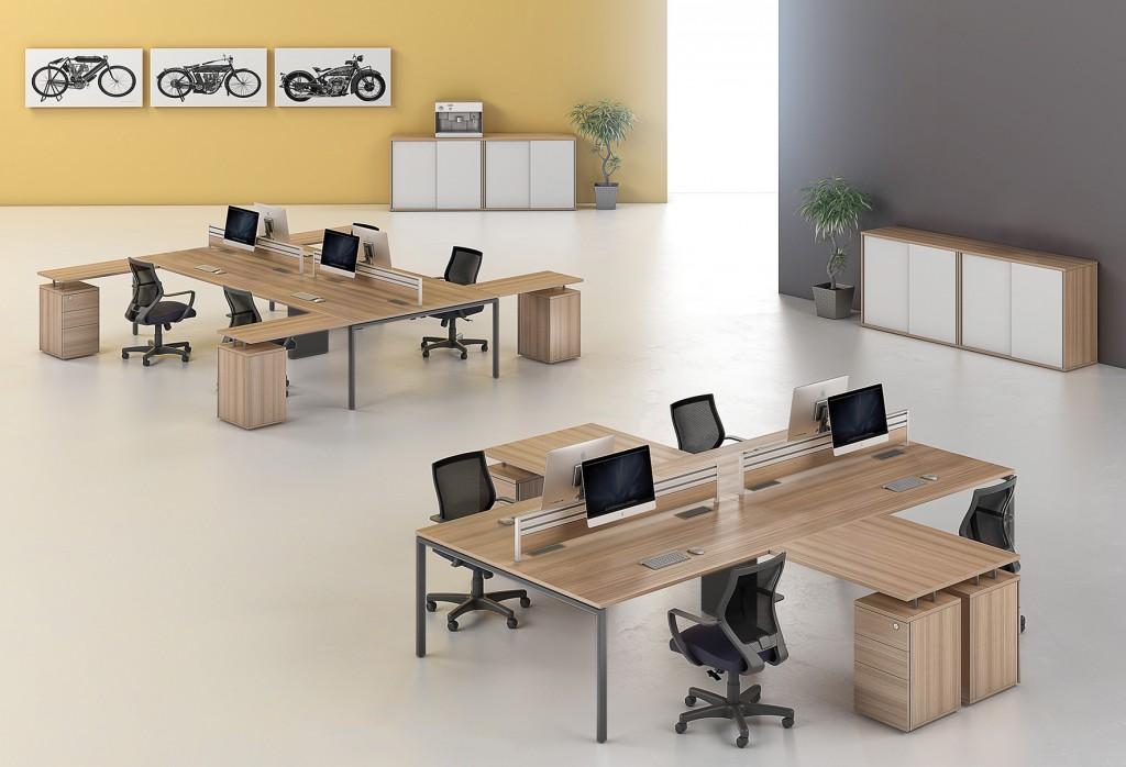Linha Smart da RS Design, com pés lineares transmitem um ar mais minimalista. Painéis divisórios que permitem a fixação de monitores e outros acessórios, por meio de canaletas existentes.