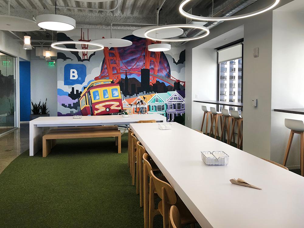Espaço para fomentar ideias da Booking, em São Francisco, E.U.A, visitado por Lisandra Mascotto da RS Design em setembro/2018. Divulgação RS Design.