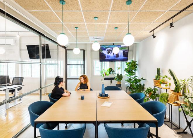 Sempre que possível, um espaço ao ar livre como o criado no escritório da Stantec, nos Estados Unidos, auxilia na manutenção da qualidade de vida dos trabalhadores.