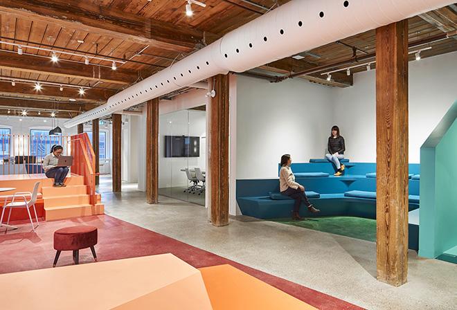 No escritório da Lift& Co em Toronto, os profissionais têm inúmeros espaços de trabalho.