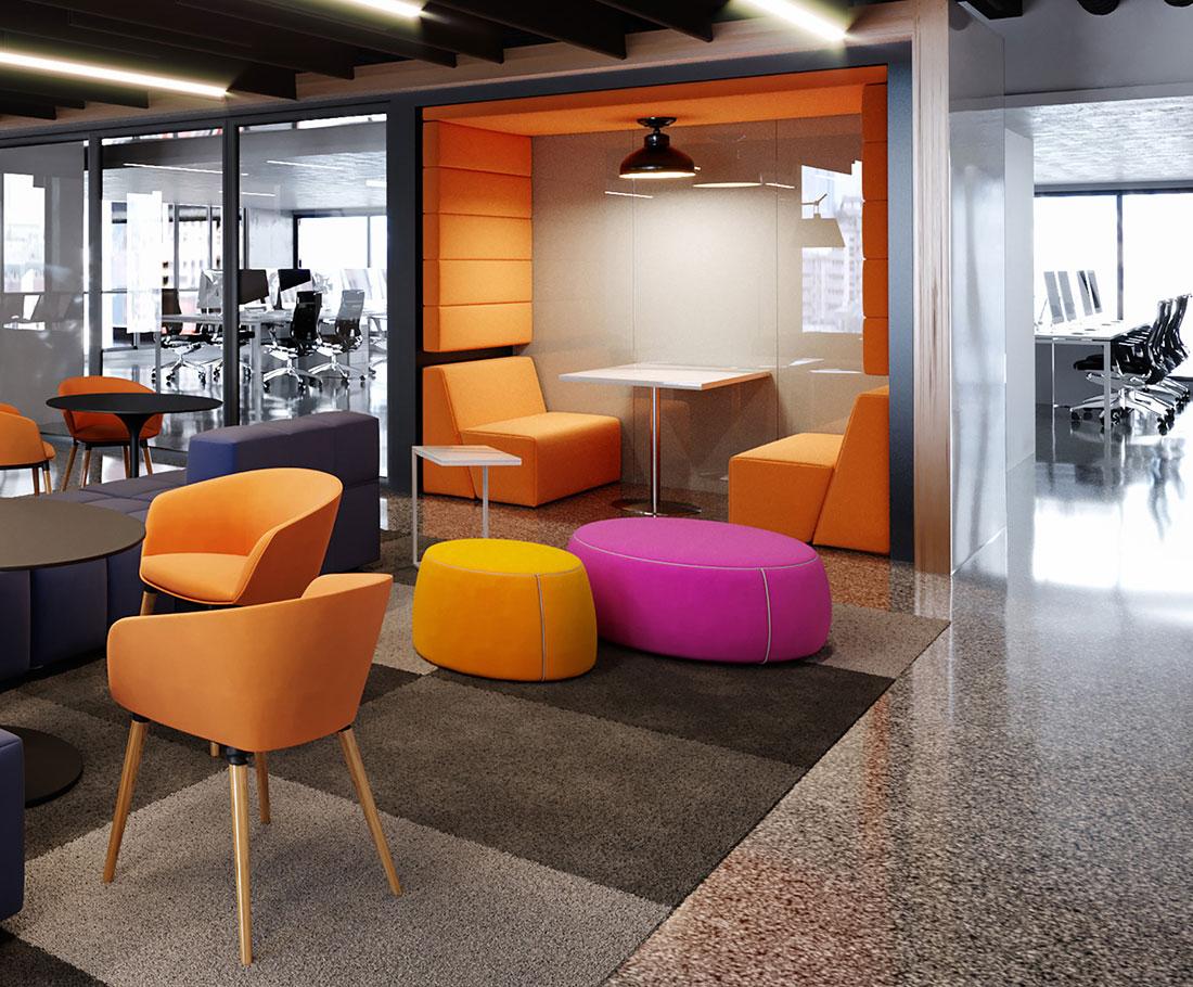 Ambiente de convivência e trabalho colaborativo próximo de área de staff. Mobiliário da RS Design, incluindo poltronas, cadeiras, sofás, pufes e casinha acústica.