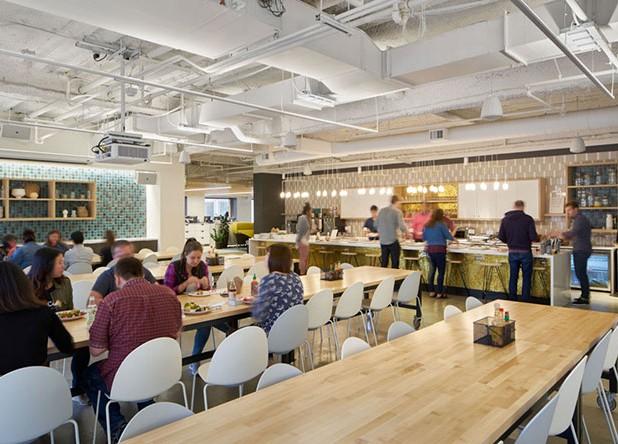 No escritório da Checkr, em São Francisco (EUA), o ambiente incentiva as relações interpessoais.